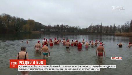 Десятки смельчаков в Великобритании устроили рождественские купания