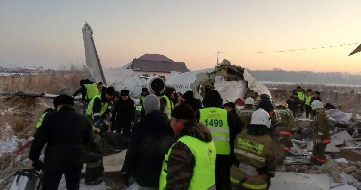 В Алматы упал самолет со 100 пассажирами на борту