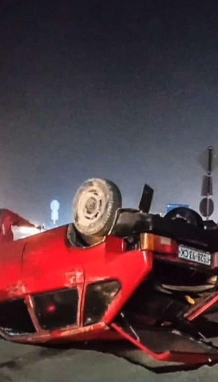 Влетів у купу піску: на Дніпропетровщині авто потрапило у ДТП через темряву і густий туман
