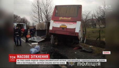 Пассажирский автобус столкнулся с бусом на Волыни
