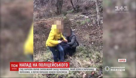 Харьковский суд избрал меру пресечения мужчине, который захватил заложницу и ранил полицейского