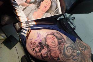 Британец отомстил жене татуировкой, на которой она храпит