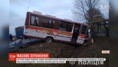 Шесть человек получили травмы после столкновения автобуса с микроавтобусом на Волыни