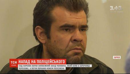 Два місяці за ґратами проведе чоловік, який захопив заручницю та поранив поліцейського