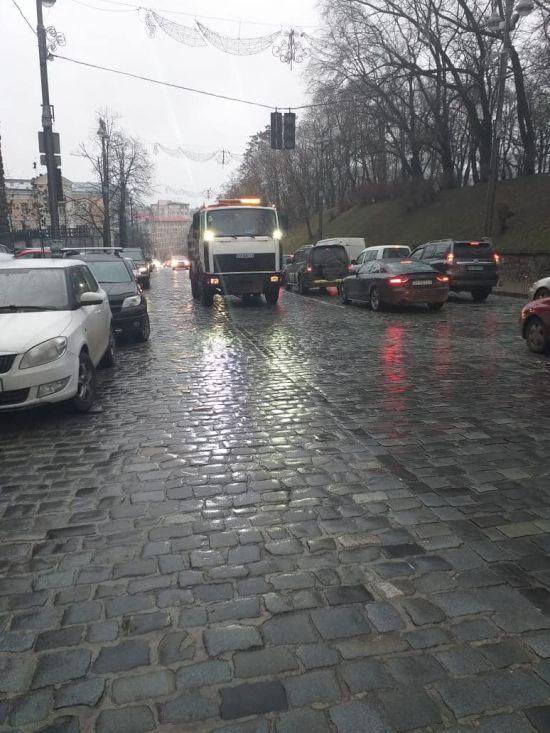 Київ скували передноворічні затори на дорогах