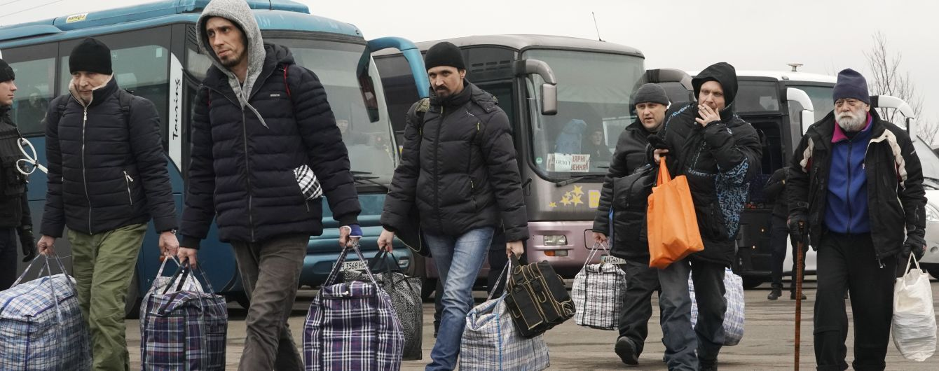 """Во время обмена пленными девять человек отказались возвращаться в """"ЛНР"""" - росСМИ"""