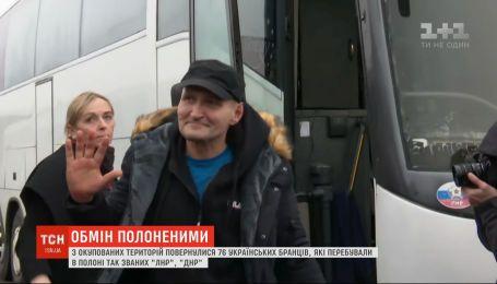 Звільнені з ворожого полону українці вже прямують до Києва літаком