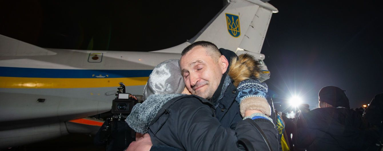 В Офісі президента оприлюднили короткі дані кожного звільненого з полону українця. Повний список