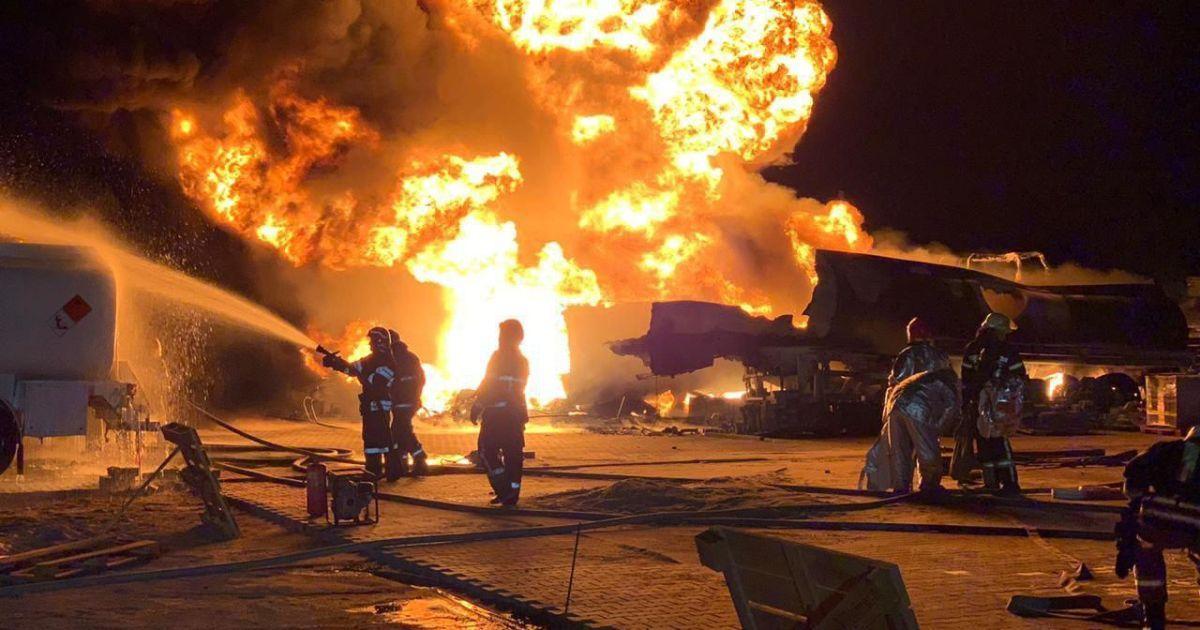В Южной Корее загорелось и взорвалось грузовое судно, пострадали моряки