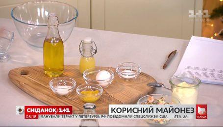 """Руслан Сенічкін приготував три варіанти майонезу в студії """"Сніданку"""""""