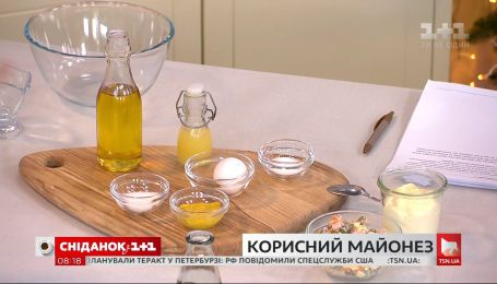 Руслан Сеничкин приготовил три варианта майонеза в студии Сніданка