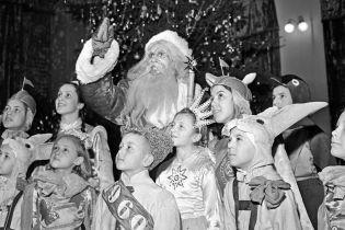 Як святкували Новий рік в Україні в 1930—1990-ті: дозволили ялинку, Дід Мороз кличе в космос (архівні фото)
