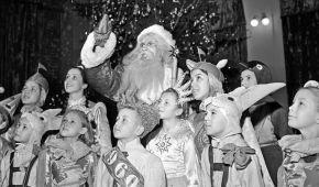 Как праздновали Новый год в Украине в 1930—1990-е: разрешили елку, Дед Мороз зовет в космос (архивные фото)