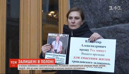 На окупованих територіях Донбасу залишаються ще близько трьох сотень полонених