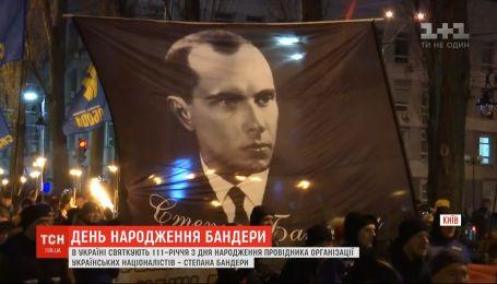 Активисты в Киеве, Львове и Днепре почтили память Степана Бандеры в день его рождения