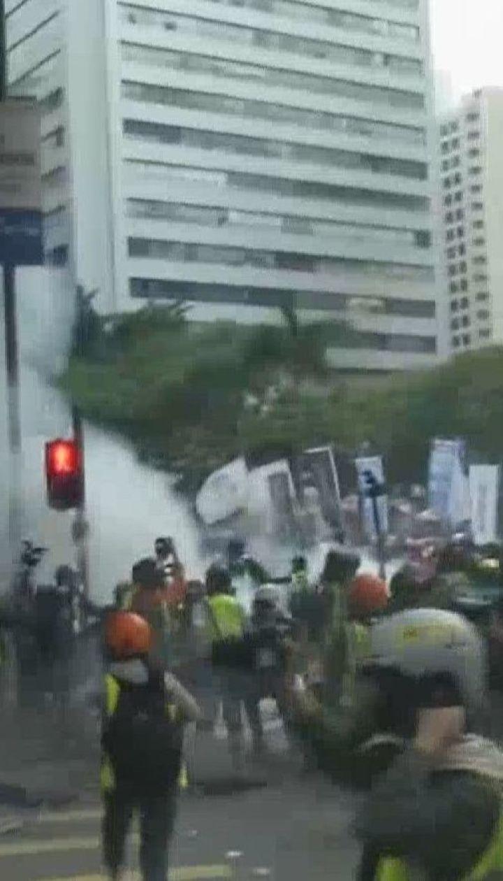 У Гонконгу перший день нового року минув з масовими заворушеннями