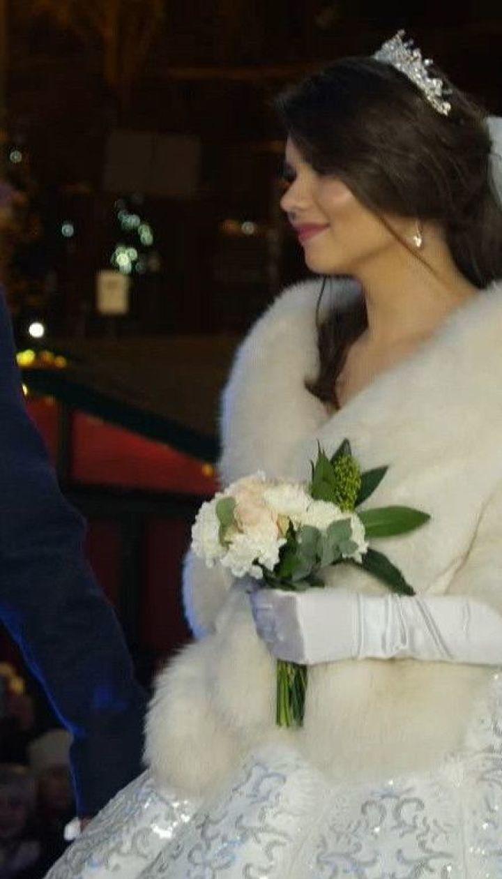 За кілька годин до Нового року в ефірі ТСН одружились звільнений з полону моряк та його наречена
