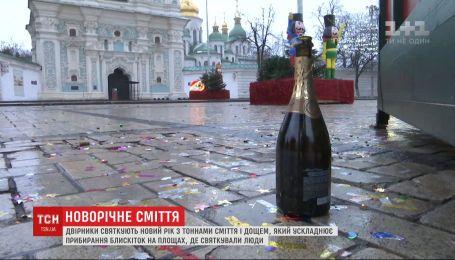Как дворники спасают Киев от новогоднего мусора и стали ли отдыхающие опрятнее