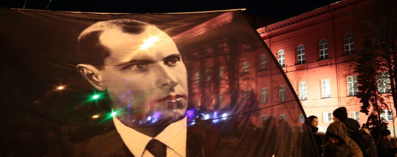 """""""Раз і назавжди засудити"""". Ізраїль та Польща різко розкритикували банер Бандери на КМДА"""