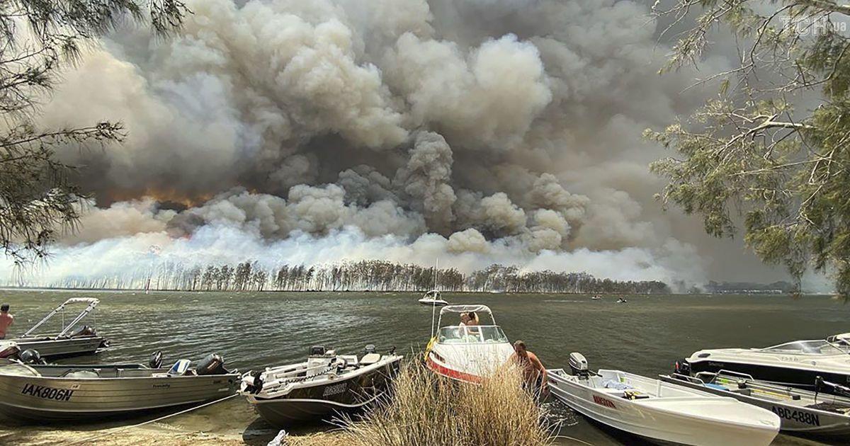 Австралія у вогняній пастці. Людей масово евакуюють, вже вигоріла площа розміром з Хорватію
