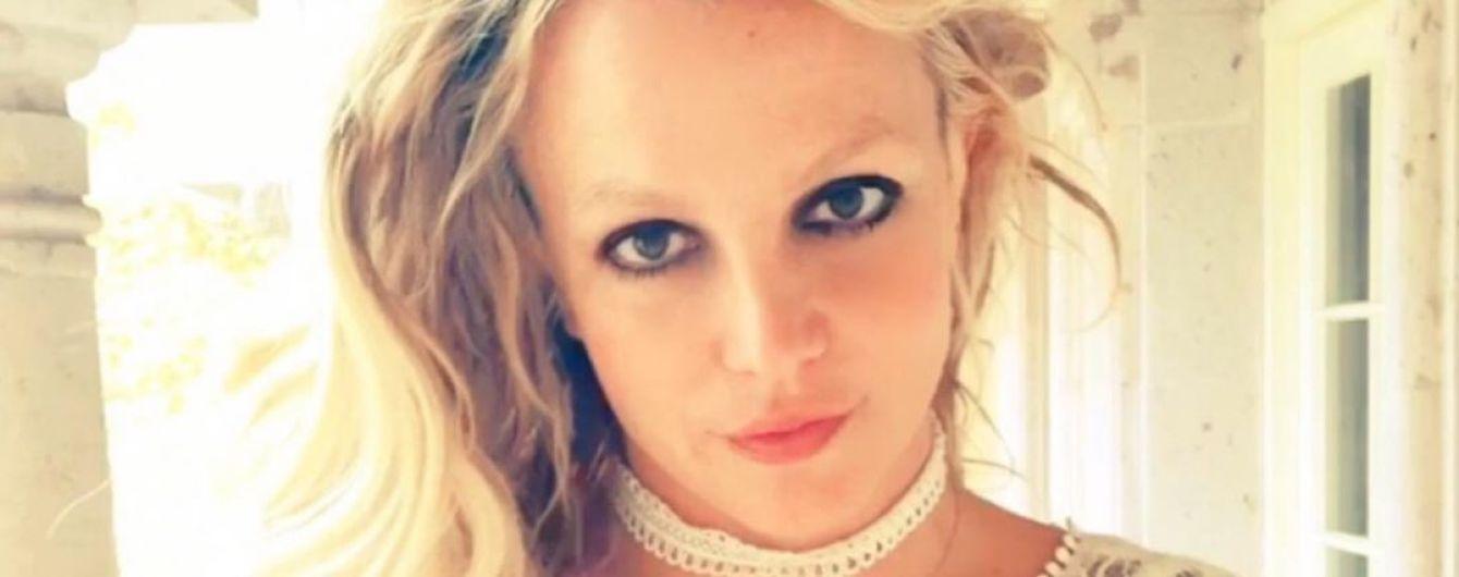 Бритни Спирс в купальнике похвасталась плоским животом