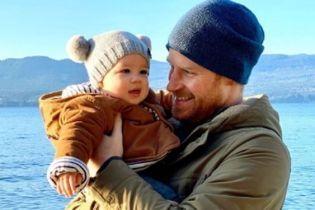 Какие милые: Сассексы опубликовали новое фото с сыном Арчи