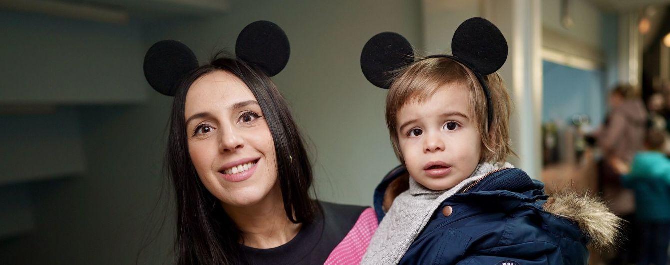 Зірки на льодовому шоу: Джамала і син з вушками Міккі Мауса, MamaRika у рожевій шубі