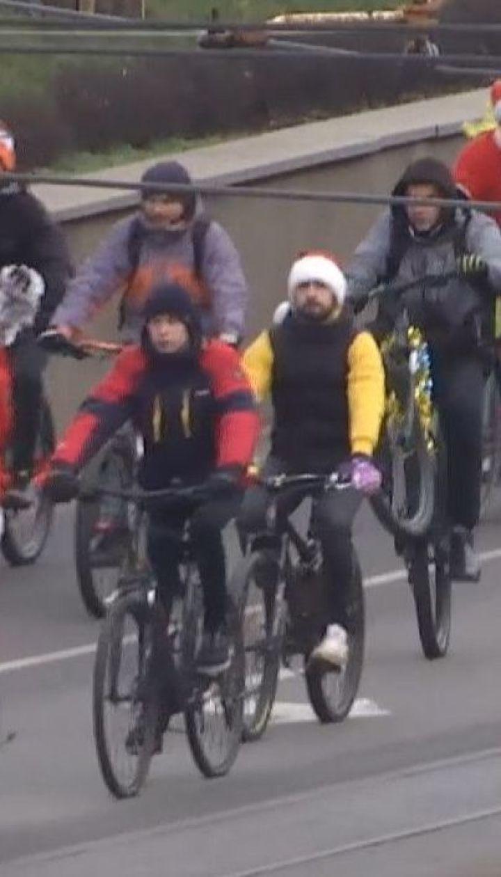 Традиційний новорічний велопарад відбувся у Вінниці