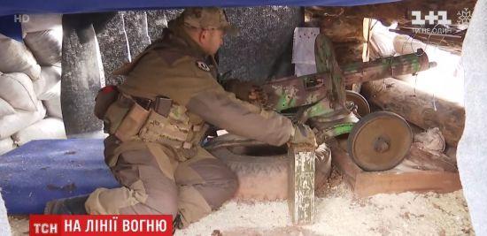 """На фронті бійці обороняються за допомогою 77-річного кулемета """"Максим"""""""