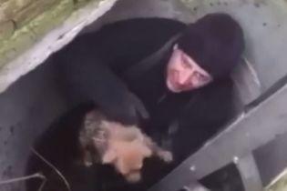 В Виннице спасатели вытащили из колодца маленького щенка