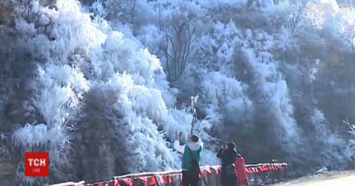 В Китае возникло необычное природное явление, полюбоваться которым массово едут люди