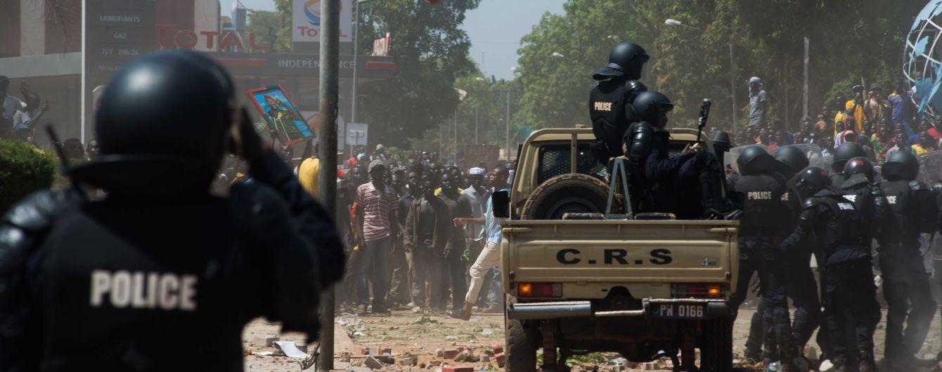 В Буркина-Фасо взорвали автобус со студентами - 14 погибших