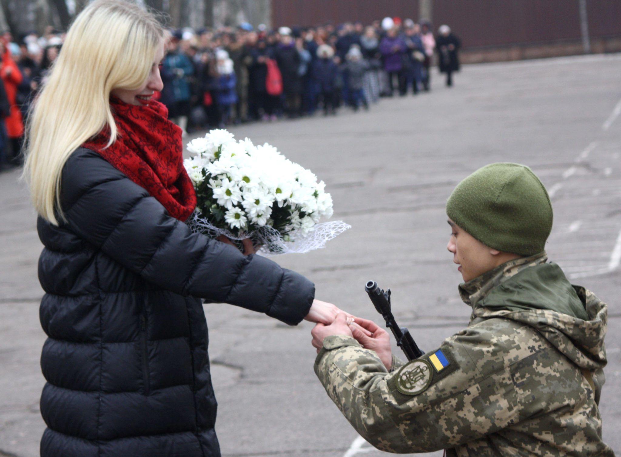 Військовий освідчився у коханні