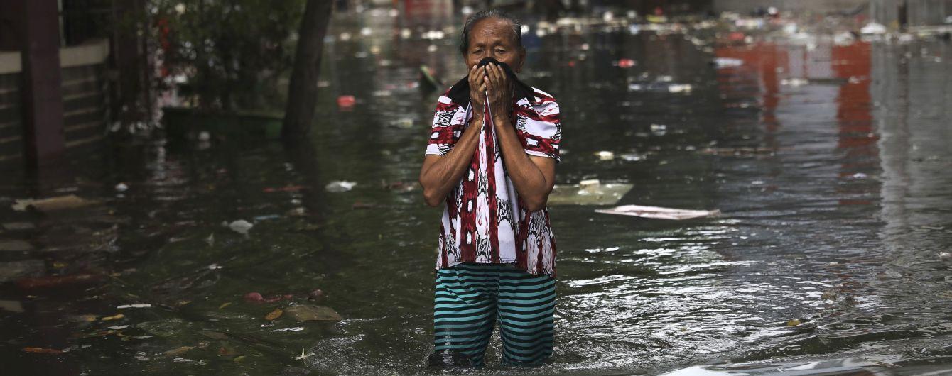 Сильні повені та зсуви у Джакарті забрали життя 60 осіб. Рятувальники шукають зниклих безвісти