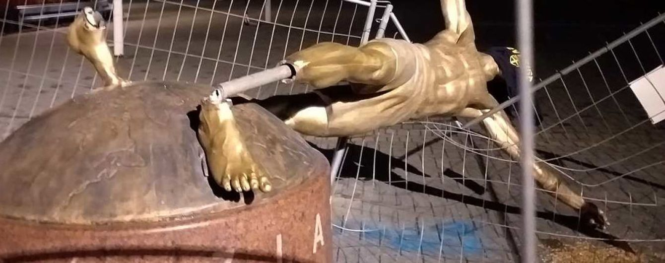 Вандализм против Златана. Неизвестные повалили статую Ибрагимовича в Швеции