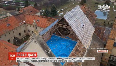 На Львівщині обвалилася частина даху монастиря капуцинів