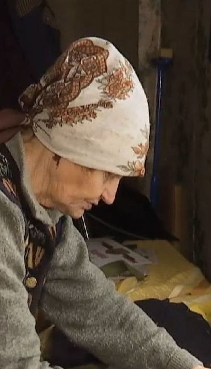 Тисячі пар валянок і рукавиць для бійців пошили дві пенсіонерки з села біля Кропивницького