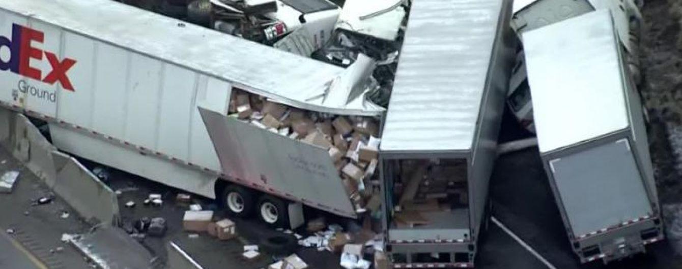 В США несколько грузовиков столкнулись с автобусом: пять человек погибли, более 60 ранены