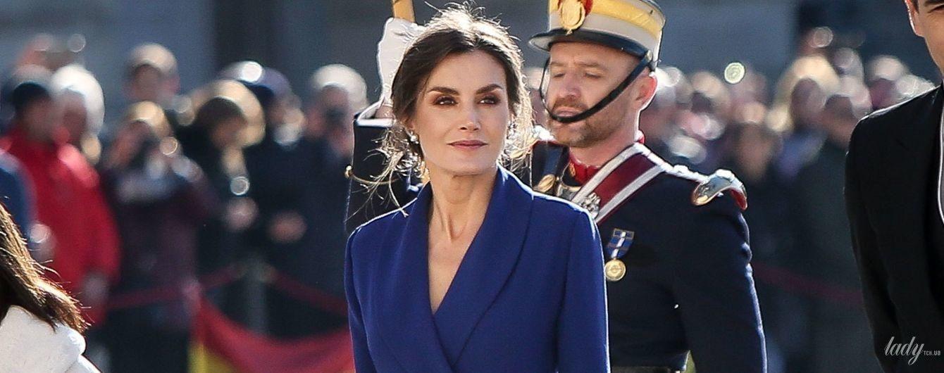 В синем платье с эффектным разрезом: первый выход королевы Летиции в Новом году