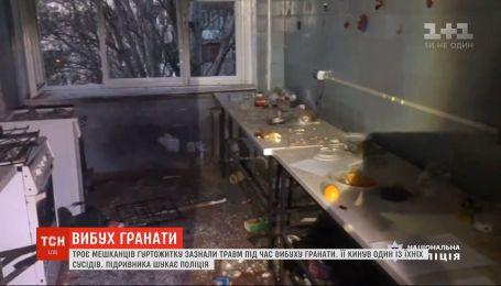 Взрыв гранаты в Одессе: трое раненых, выбитые двери и окна