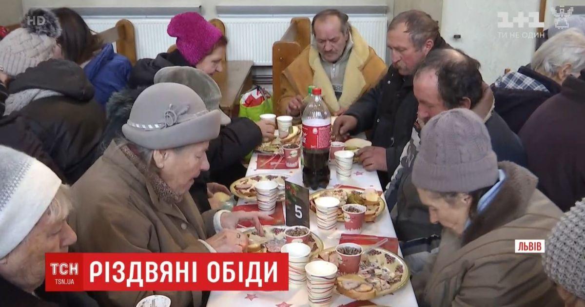 У всій Україні влаштували різдвяні обіди для тих, хто не може дозволити собі свято