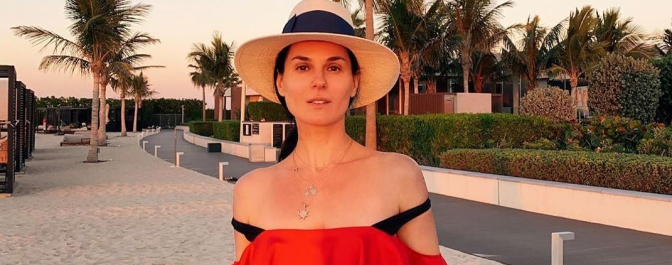 В червоному купальнику з рюшами: Маша Єфросиніна похизувалася стрункою фігурою після свят