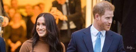 У блузці від Victoria Beckham: герцогиня Меган і її чоловік принц Гаррі випустили нове звернення