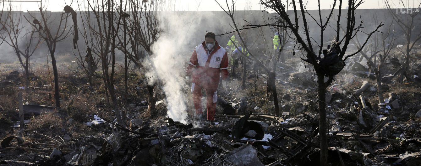 У соцмережах публікують кадри падіння українського Boeing під Тегераном