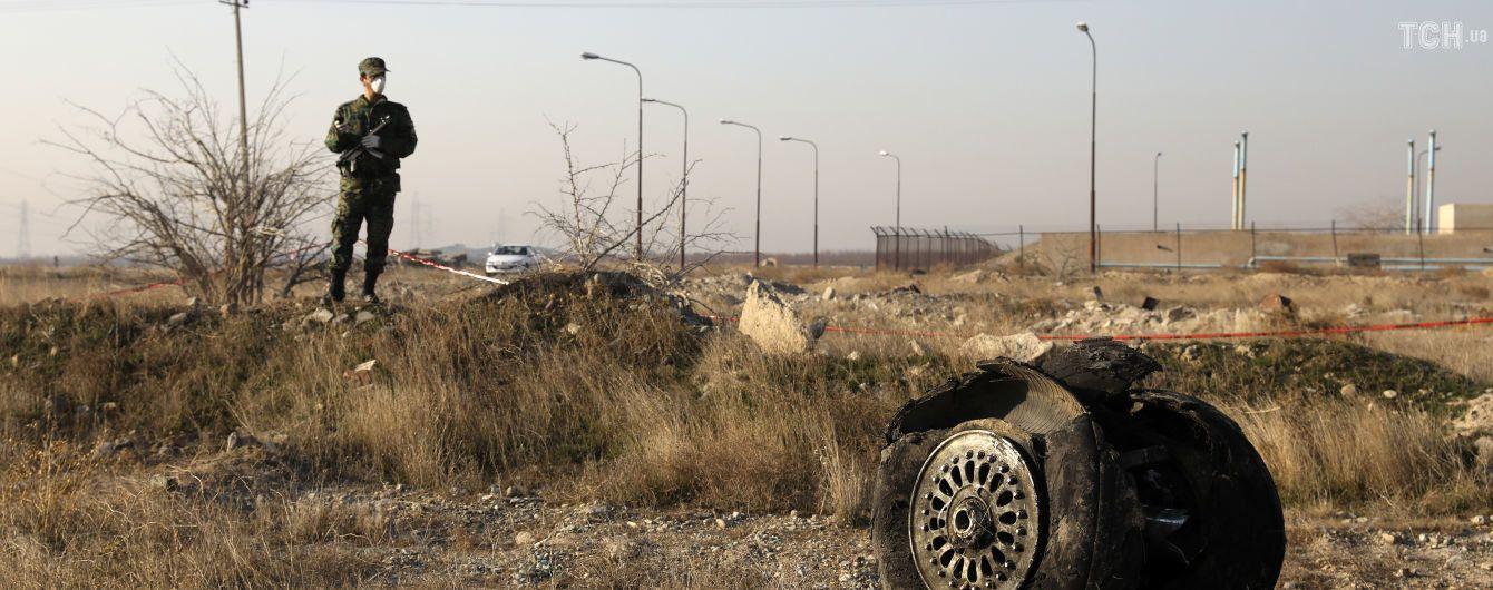 Західні спецслужби відкидають версію про збиття літака МАУ ракетою – джерела Reuters