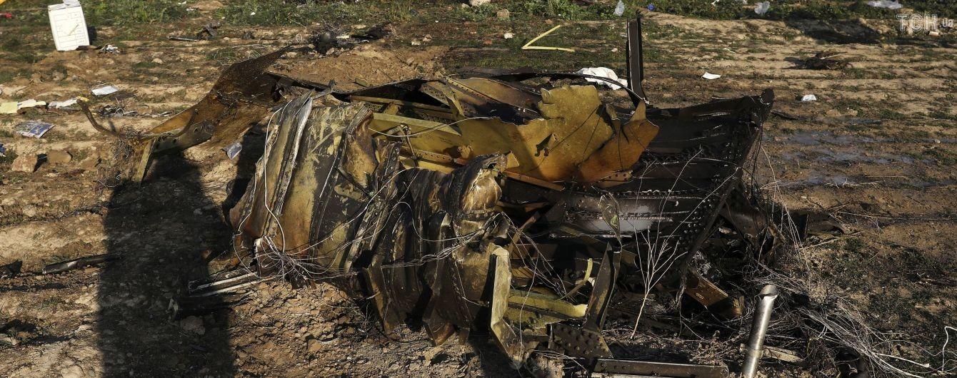 Двое людей не сели на рейс МАУ, который разбился около Тегерана