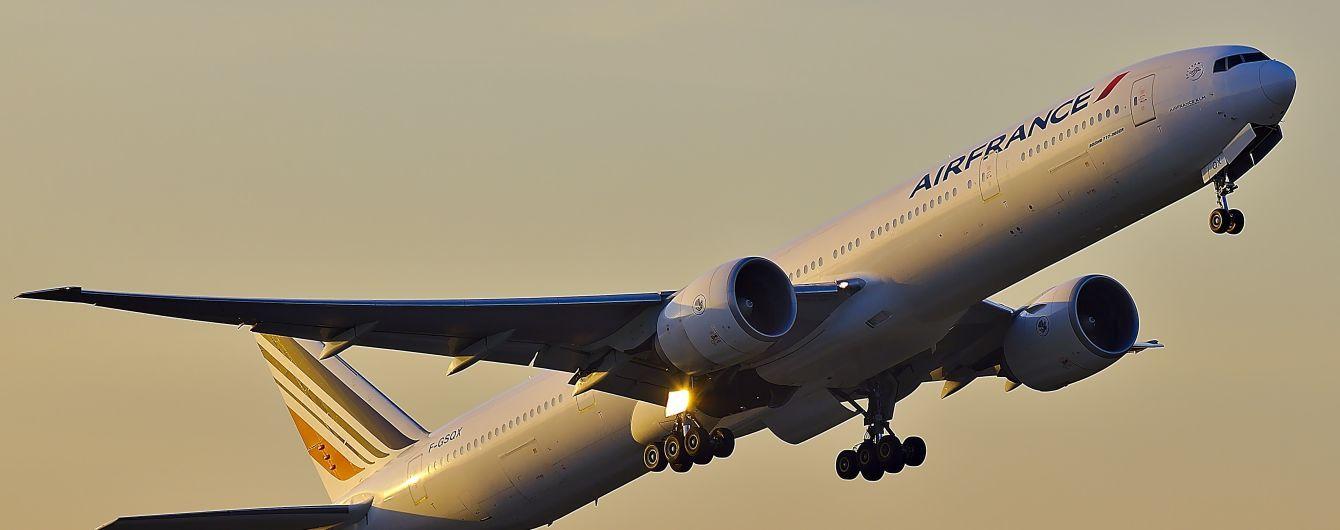 В аэропорту Парижа обнаружили мертвого ребенка в отсеке шасси самолета