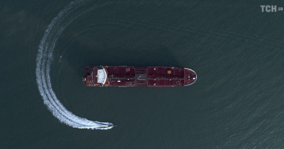 Саудовская Аравия приостановила транзит нефтяных танкеров через Ормузский пролив