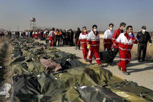 Катастрофа Boeing под Тегераном: бортпроводница опубликовала фото экипажа перед вылетом