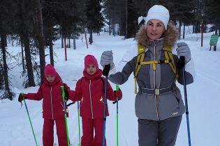 Камалія на лижах похизувалася дебютом своїх шестирічних дочок